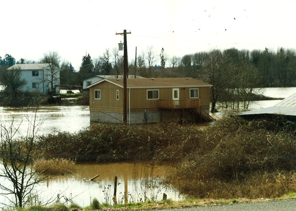 Neighborhood next to Pudding River that is overflowing in '96 to '97